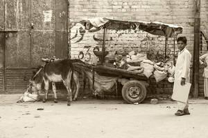 Lahore Streets - III by InayatShah