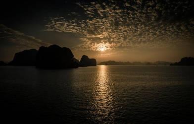 Ha Long Sunset - II by InayatShah