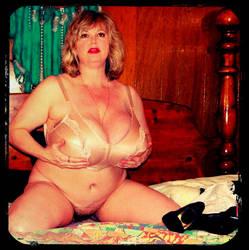 Bountiful bra by hugegorgeousboobs