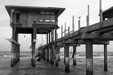 Derelict Pier by flyingbearx