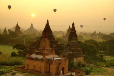 Sunrise in Bagan by CitizenFresh