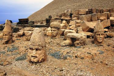 Mt Nemrut Heads 2 by CitizenFresh