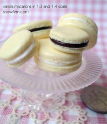 vanilla macarons by Snowfern
