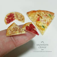 1:12 scale miniature mushroom and pepperoni pizza by Snowfern