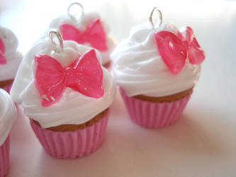 Cupcake Bow Charms by geurge