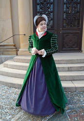 Elizabethan Fitted Gown and Heart-shaped Bonnet by Schlangenschatten