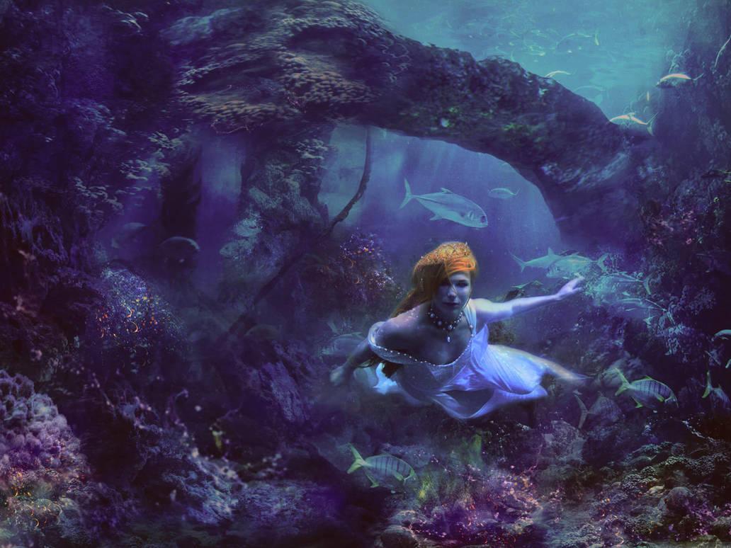 underwater queen by LenaSunny