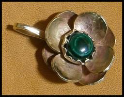 Flower pendant by simoniculus