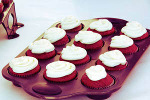 Red Velvet Cupcakes by letrainfalldown