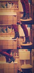 Meet me in the bathroom. by Lukreszja