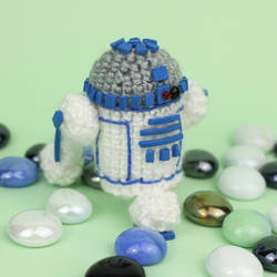Crochet Star Wars R2D2 Amigurumi by MaryjoeCraft