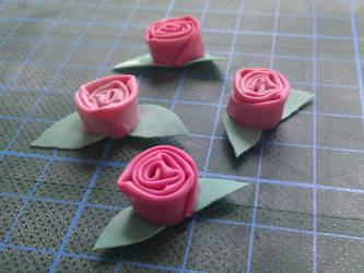 Little Latex Roses by zitronenroellchen