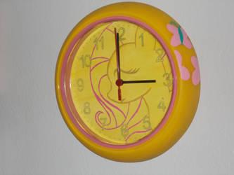A shy and bashful clock by cutiechibi