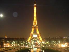 Eiffel Tower by sunnie