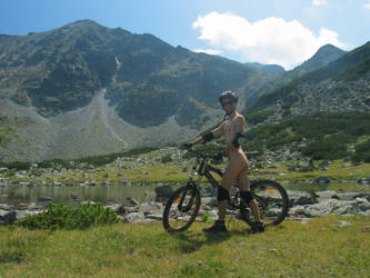 Nude bicycling by Skitnik
