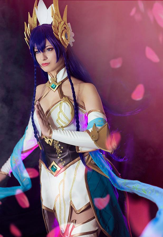 Divine Sword Irelia - League of Legends by Shirokii