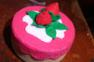 Felt Strawberry Cake Box by Elvaneyl