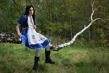 Alice Liddell cosplay by cupcakez0mbie