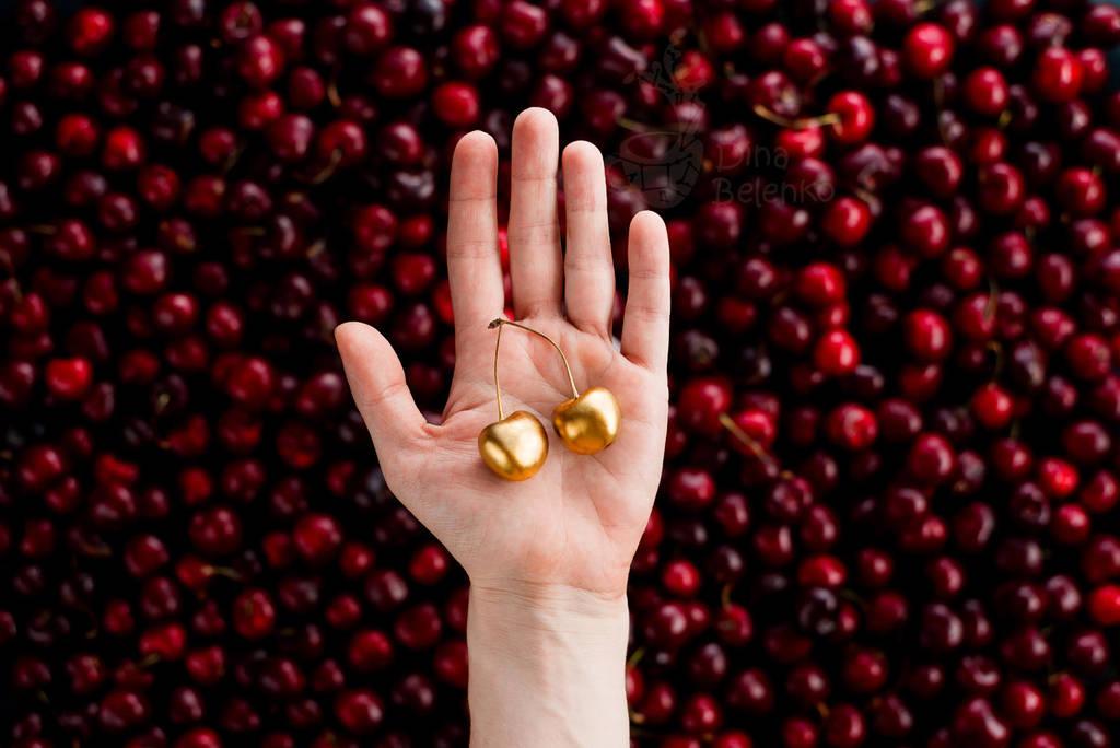 Cherry Picking by dinabelenko