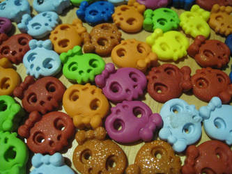 Cute Skull Buttons by skookyspry