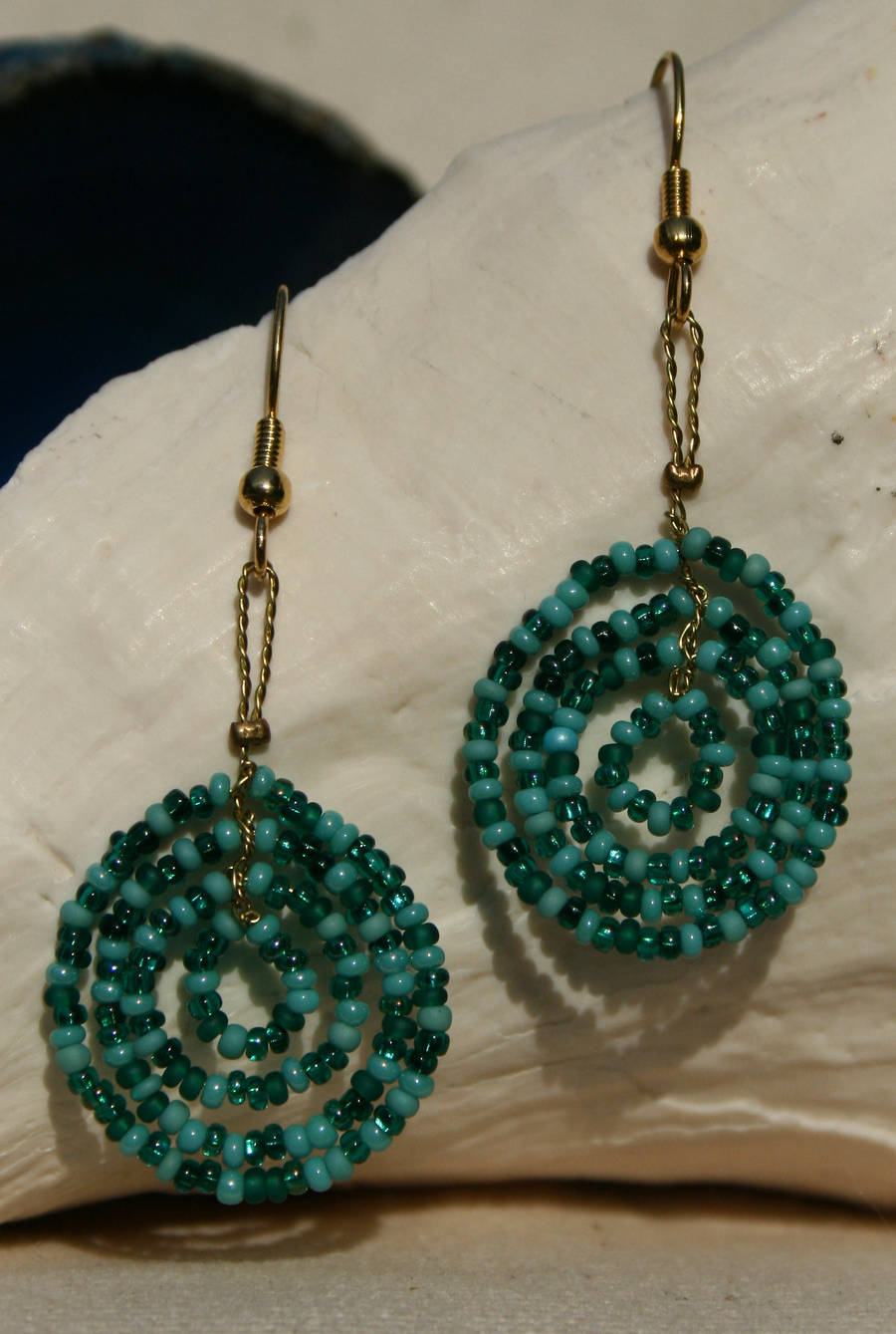 turquoise mix seedbead circles by the-twisted-vine