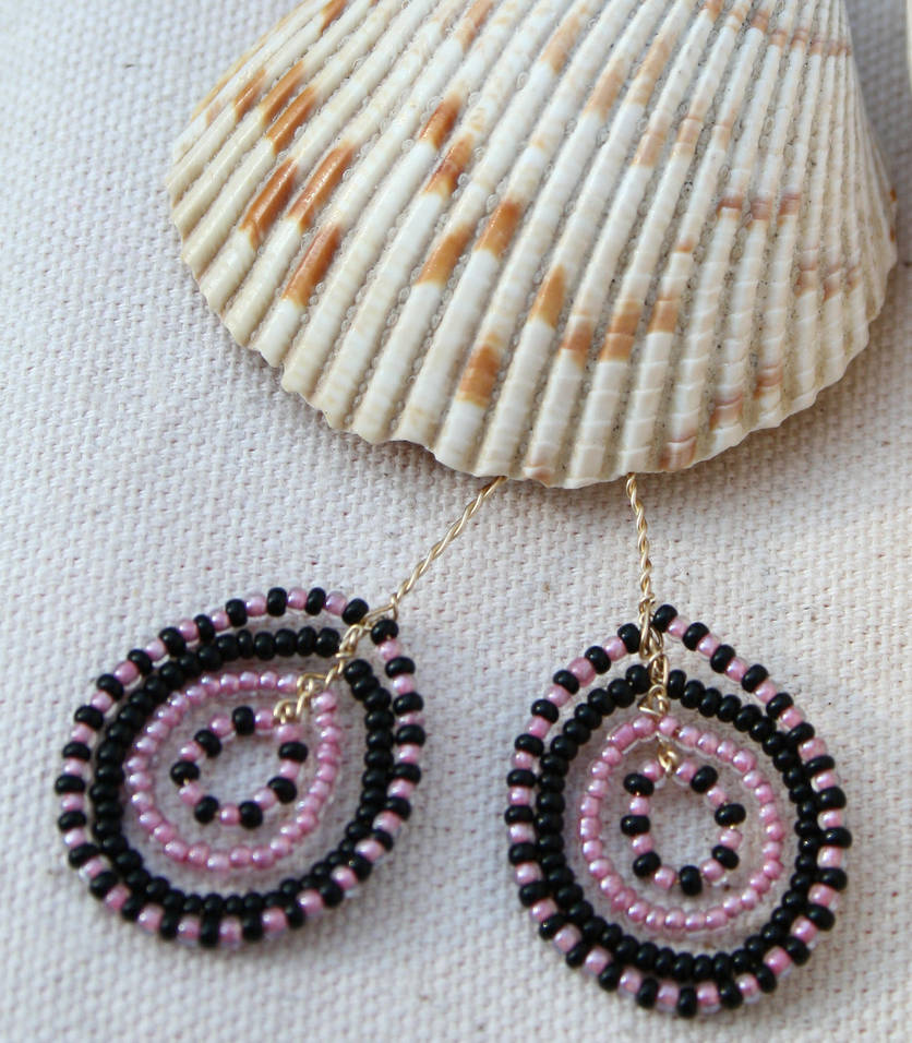 black pink seed bead circles by the-twisted-vine