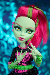 Glamorous Venus - Monster High Repaint by ivy-cinder