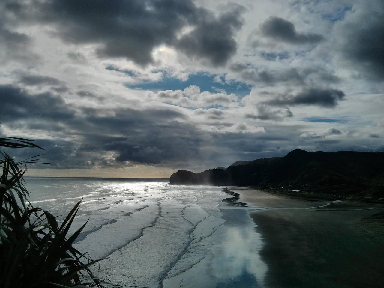 Piha Beach by rith-sv