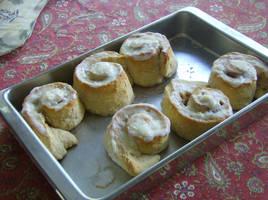 Oatmeal apple cinnamon rolls by StarvingArtistKei