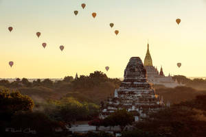 .:Balloons Over Bagan I:. by RHCheng