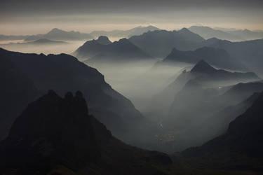 Vallee Etroite by RobertoBertero