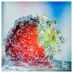 Strawberry Bubbles by waiaung