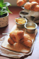 Croissant by nguyenlevan