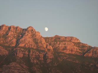 Luna creciente saliendo by amayuscula