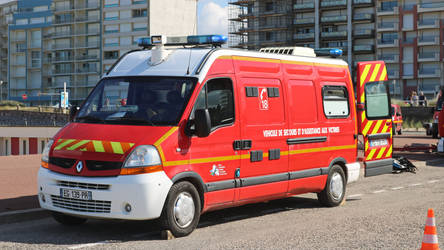 Renault ambulance by UdoChristmann