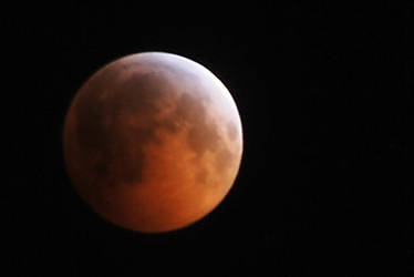 The Moon on a Lunar Eclipse by MahoroAndou