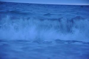 beware of the wave by das-kleine-herz