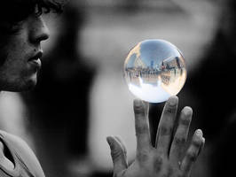 The whole world in his hands by Stilfoto