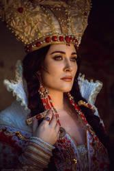 Mirror Queen by TashaTremer
