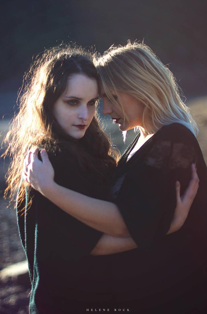 Portrait of Maeva and Lisa by HeleneRock