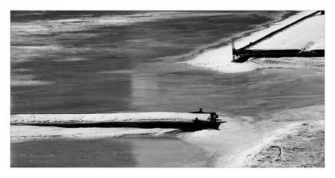 Frozen Harbor by esintu