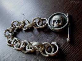 Skull bracelet by Red-Rus