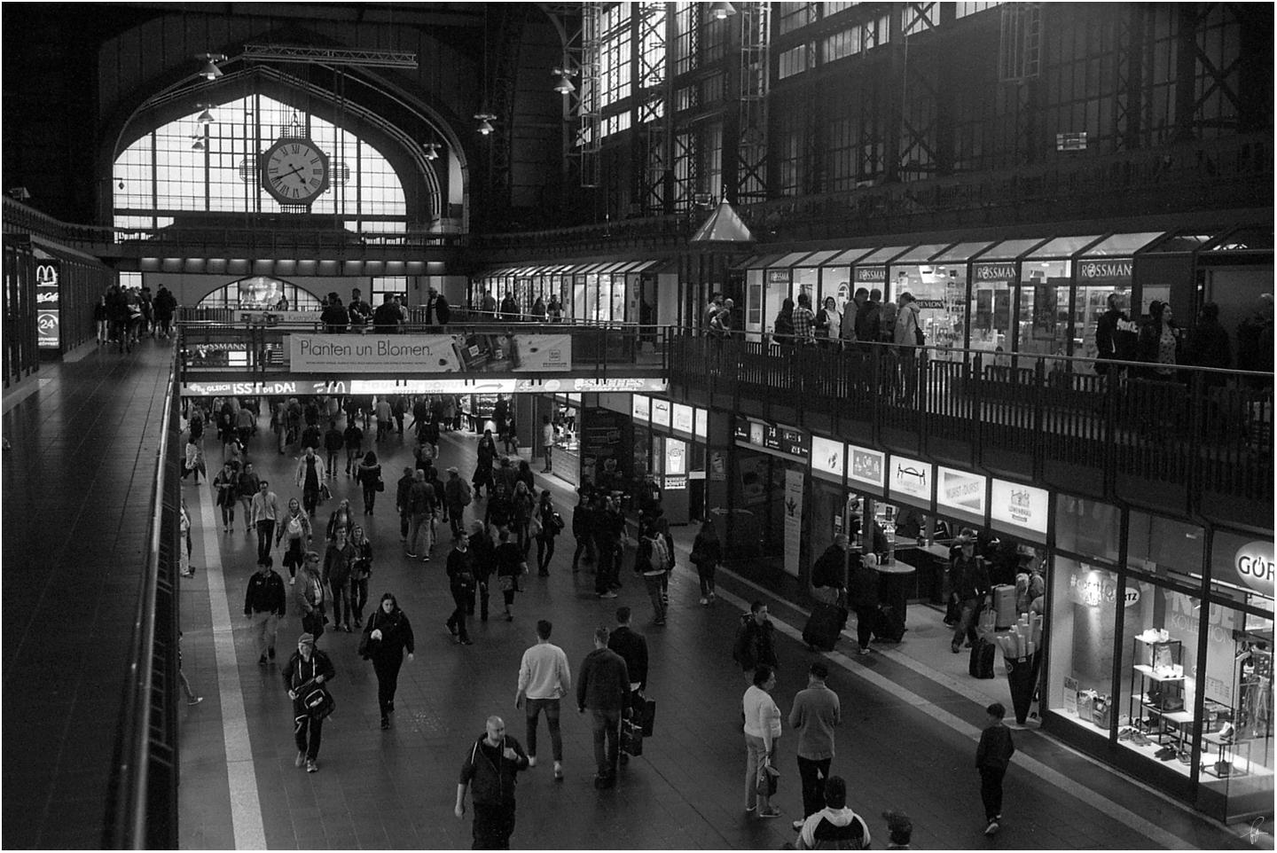 Central Station by karlomat