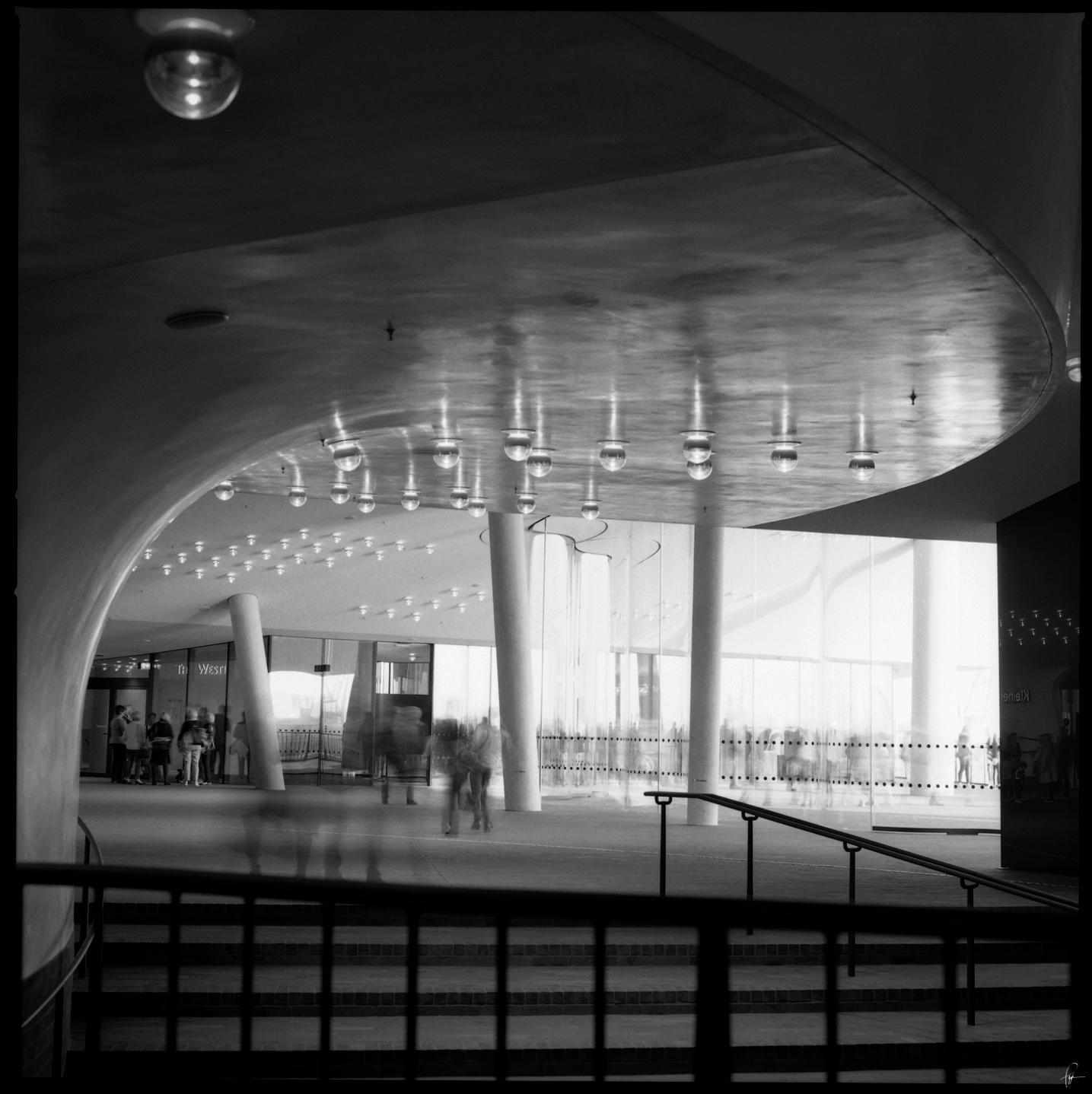 Elbphilharmonie Plaza by karlomat