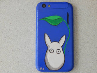 Totoro painting on a phone by Sualt