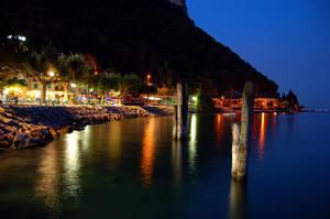 Garda by night by Svennovitch