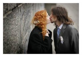kissing by BigboyDenis