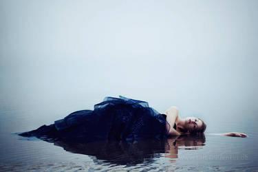sea siren. by CarolineZenker