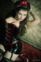 Red Diva by la-esmeralda
