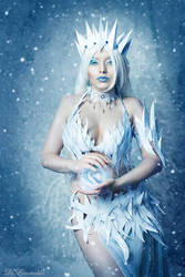 The Ice Queen by la-esmeralda